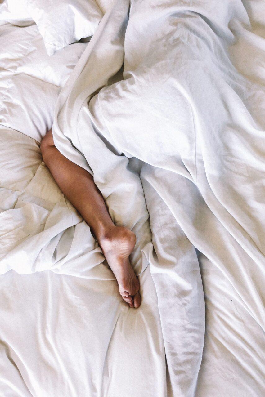 10 consigli e un rilassamento guidato per addormentarsi prima